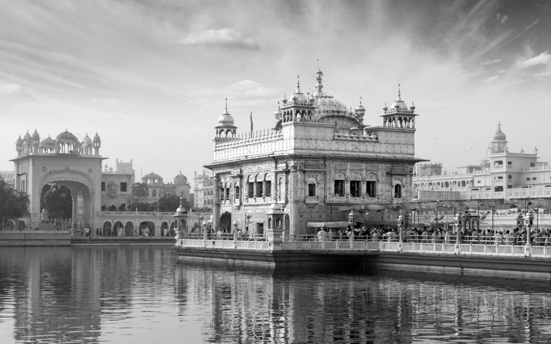 Bathing in the Ram Das Sarovar