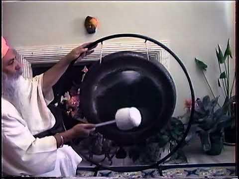 Yogi Bhajan and the Gong